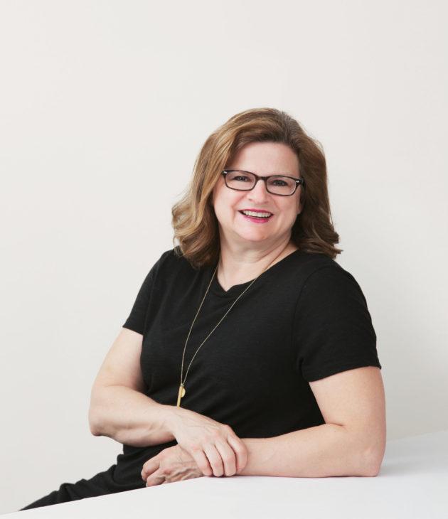 Portrait photo of Debbie Swanson