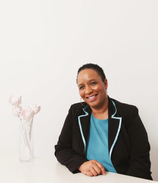 Portrait photo of Dionne Thompson
