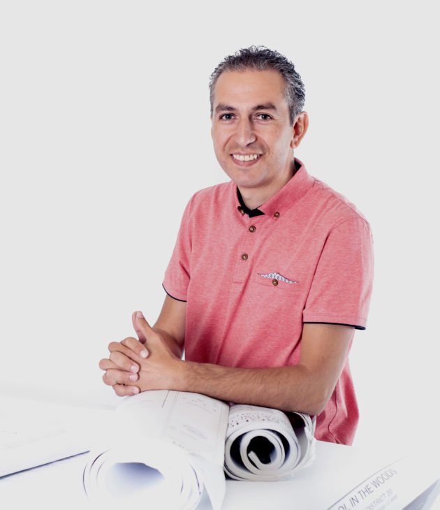 Portrait photo of Omar Tlamcani
